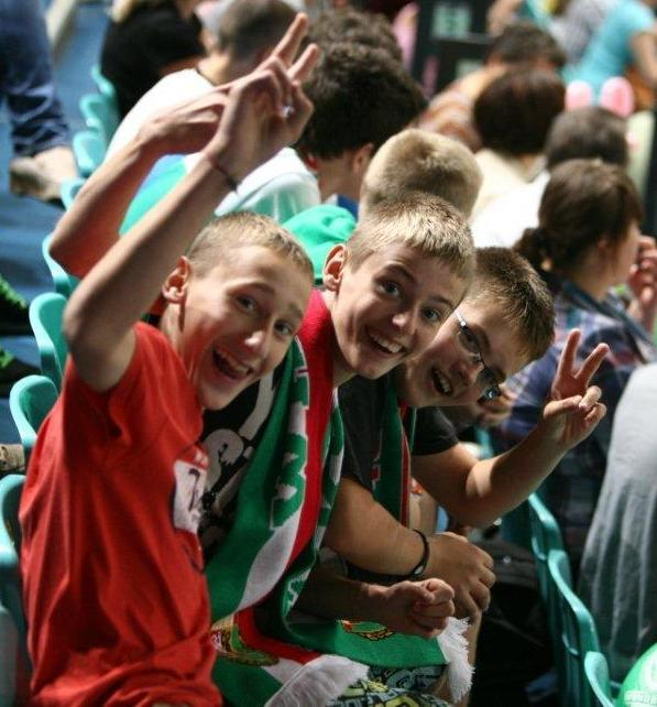Atmosfera na meczach piłkarzy ręcznych Śląska jest rodzinna i przyjazna