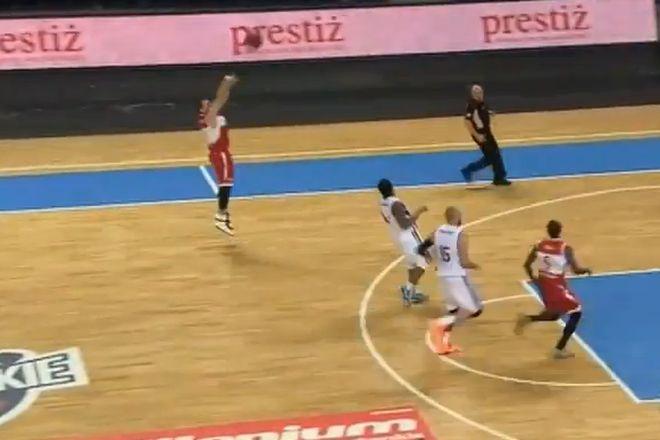 Łukasz Wiśniewski celnie rzuca z 9 metrów w debiucie w barwach WKS-u