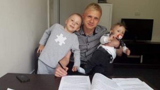 Mariusz Pawelec z synami