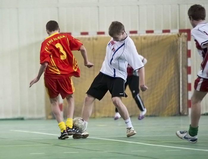 Dzięki grze w turnieju, młodzi adepci piłki nożnej nie będą się w ferie nudzić