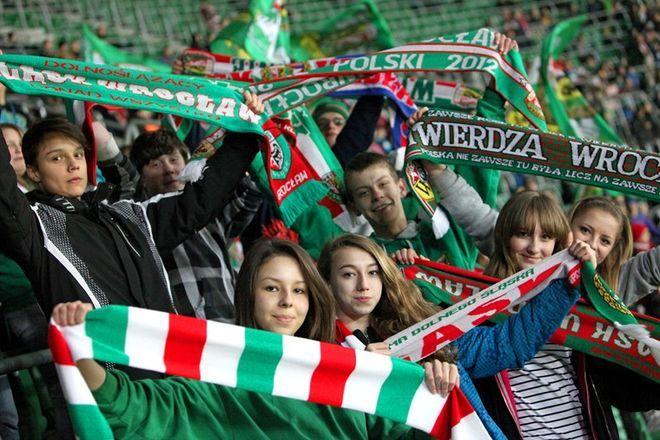 Nastolatki i dzieciaki chętnie dopingują wrocławskich piłkarzy