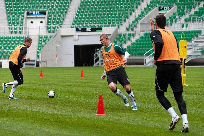 Na stadionie organizowane są imprezy i trenują tu piłkarze Śląska. Ale wciąż trwają tez prace wykończeniowe