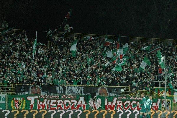 Pomimo kiepskich występów kibice wrocławskiej drużyny nie tracą wiary w zespół Śląska.