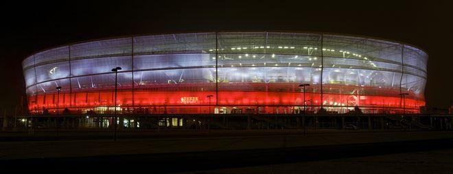 Wrocławski stadion w narodowych barwach