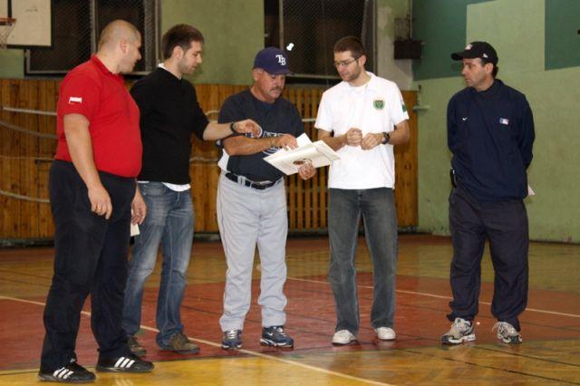 Grupa trenerska zaproszona do udziału w warsztatach organizowanych przez Polski Związek Baseballu i Softballu.