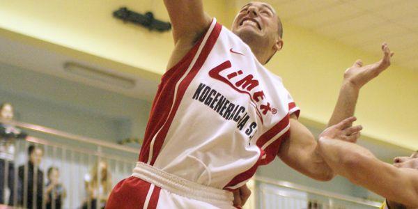 Piotr Widawski poprowadził swój zespół do wygranej nad Hesem.