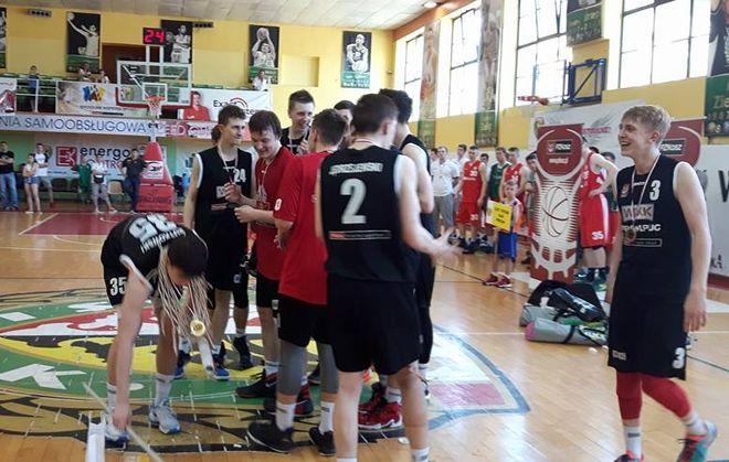 Radość młodych zawodników WKK po zwycięstwie