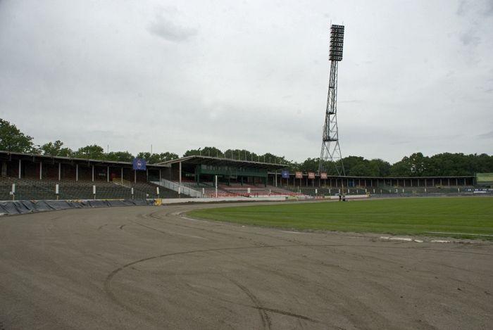 Dziś obiekt kojarzy się głównie z torem żużlowym. Tu swoje mecze rozgrywa Betard Sparta Wrocław