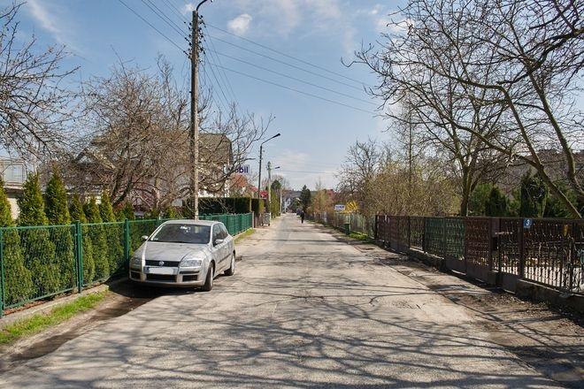 Na ulicy Długopolskiej można już parkować tylko w wyznaczonych miejscach