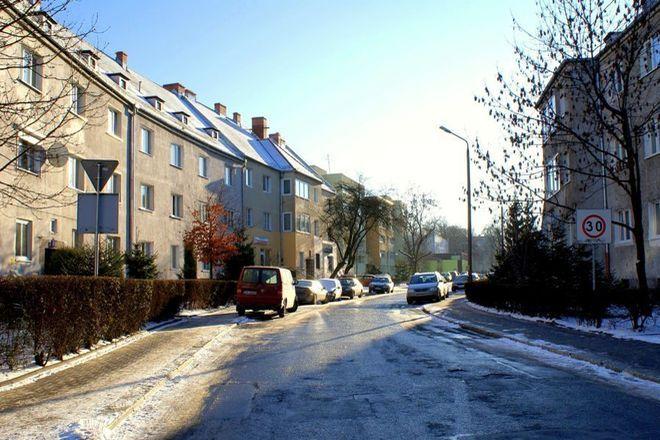 Dodatkowe progi zwalniające pojawią się m.in. przy ulicy Wróblej