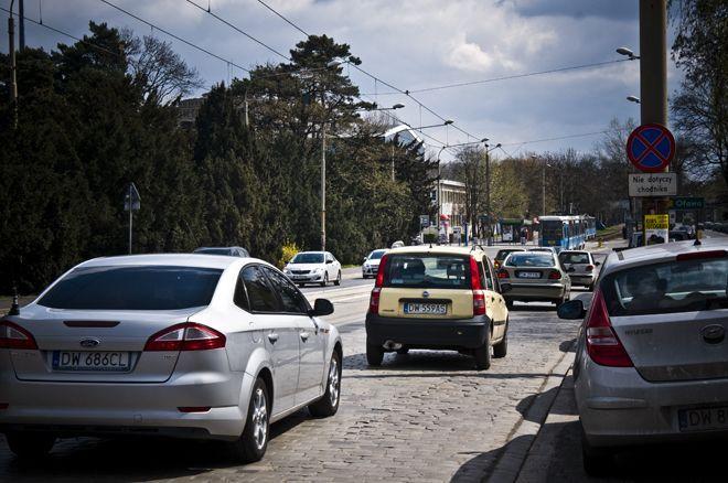 Ulica Wróblewskiego, widok w stronę skrzyżowania z Wystawową