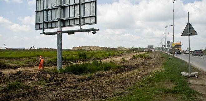 Dzieki przebudowie wąskiej dotychczas ulicy Granicznej, prowadzącej do lotniska powstały nowe ronda