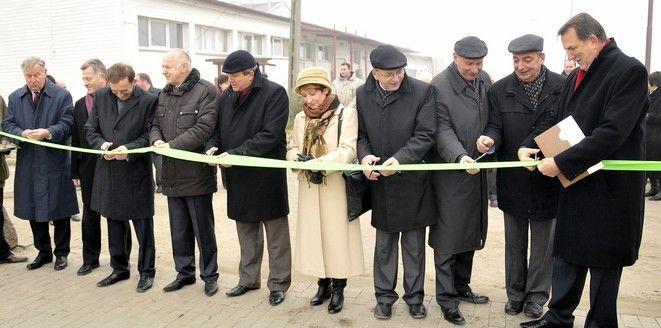 Wstęgę przecinał m.in. rektor prof. Roman Kołacz i prorektor prof. Andrzej Drabiński