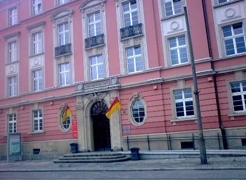 Na przetargach, które odbywają się zawsze w budynku urzędu miasta przy pl. Nowy Targ, gmina zarobiła w 1 kwartale prawie 30 mln zł.