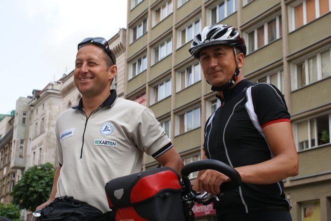 Dominik Dobrowolski z Januszem Spaleniakiem na godzinę przed odjazdem do Brukseli.