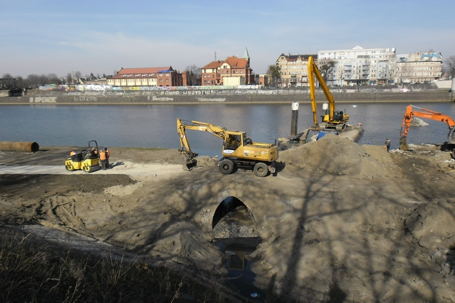 Pod mostami Warszawskimi powstaje trasa rowerowa