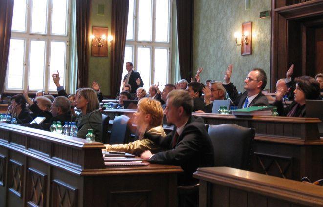 Przed rokiem za projektem budżetu głosowali radni klubu prezydenta Rafała Dutkiewicza, PO i PiS. Przeciwko byli jedynie dwaj przedstawiciele SLD.