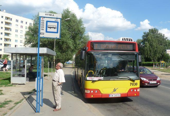Autobusy linii pospiesznej ''E'' będą przez wakacje kursować tylko w godzinach szczytu