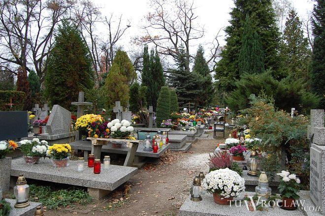 Dzień Wszystkich Świętych upłynął na wrocławskich cmentarzach spokojnie