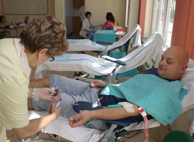 Na zdjęciu Grzegorz Greszczuk, kierowca MPK, który często włącza się w akcje zbierania krwi
