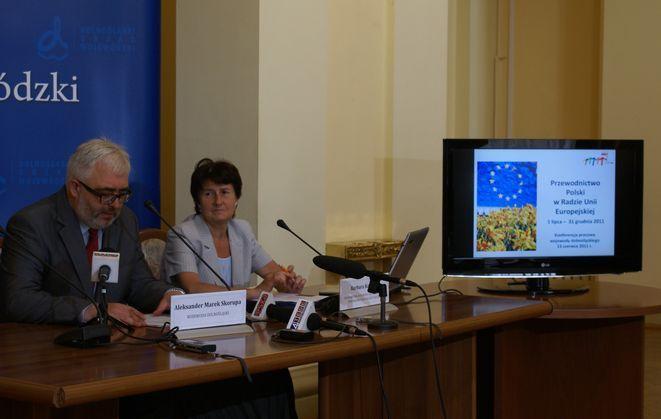 Wojewoda dolnośląski Aleksander Marek Skorupa i Barbara Kocowska pełnomocnik ds. przewodnictwa Polski w Radzie UE