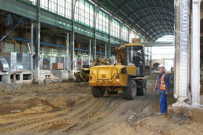 Główny hol dworca to dziś jeden wielki plac budowy