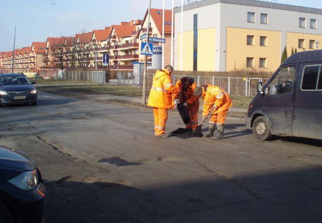 Wkrótce nie będzie trzeba łatać ulicy Zwycięskiej - droga ma przejść w tym roku gruntowną przebudowę