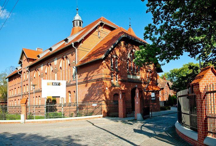 Nietypowy bank powstaje na wrocławskich Praczach Odrzańskich, W. Dobrut