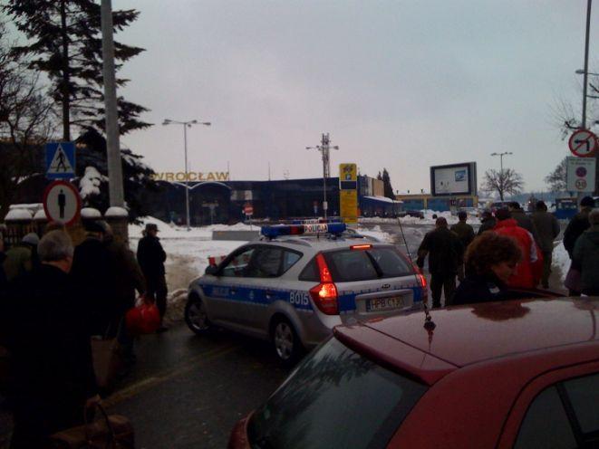 Lotnisko zostało ewakuowane z powodu pozostawionego bez opieki bagażu.
