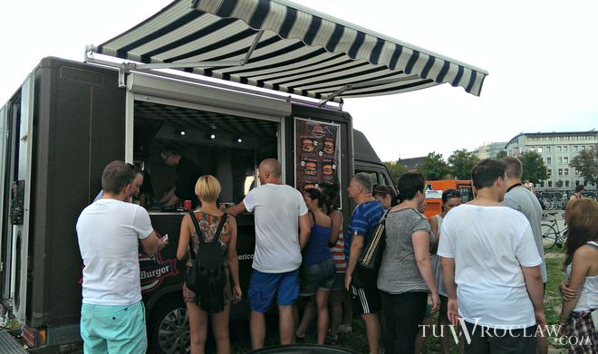 Food trucki cieszą się we Wrocławiu coraz większą popularnością