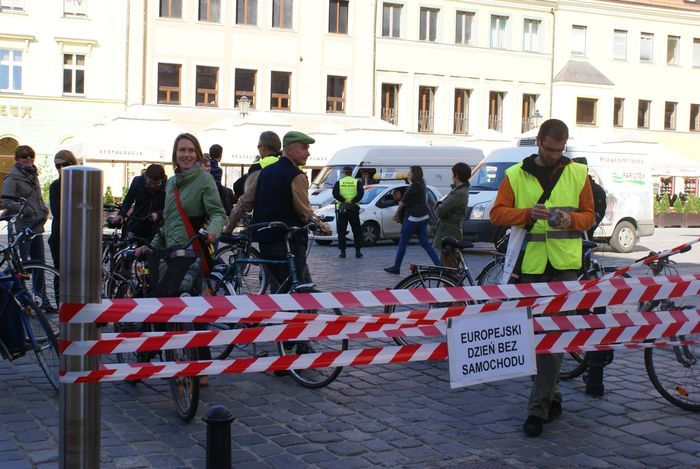 Wrocławscy rowerzyści są zdania, że sposobem na koniec korków jest porzucenie samochodów