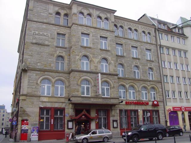 Politechnika Wrocławska szuka kupca na hotel Lothus przy Wita Stwosza