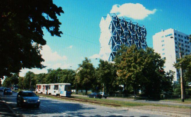 Takie wizualizacje tego terenu (po lewej planowany hotel) można zobaczyć na wystawie w muzeum architektury.