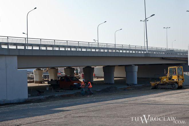 Prace przy zintegrowanym przystanku w rejonie nowego Stadionu Miejskiego dobiegają końca