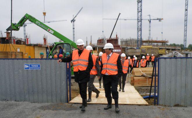 Martin Kallen i Rafał Dutkiewicz sprawdzali wczoraj tempo budowy stadionu na Pilczycach.