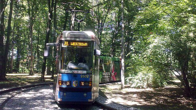We wtorek, po zderzeniu Skody z autem osobowym na pl. Grunwaldzkim, Skodę na lini 33 plus zastępował Protram - bo był to tramwaj awaryjny i był już w mieście