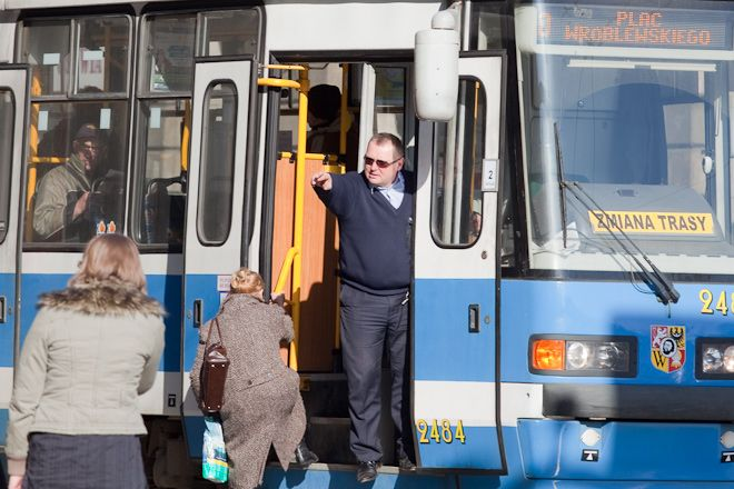 Kolizja dwóch tramwajów spowodowała utrudnienia dla pasażerów