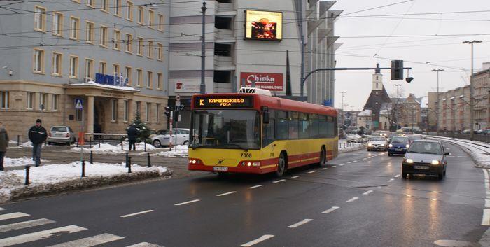 Od dziś autobusy pospieszne znów nie zatrzymują się na każdym przystanku i płacimy za nie drożej.