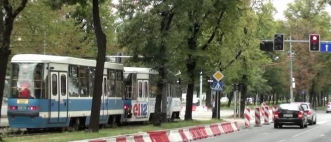 Nowe światła na Powstańców Śląskich są tak ustawione, że tramwaj zawsze trafia tu na czerwone
