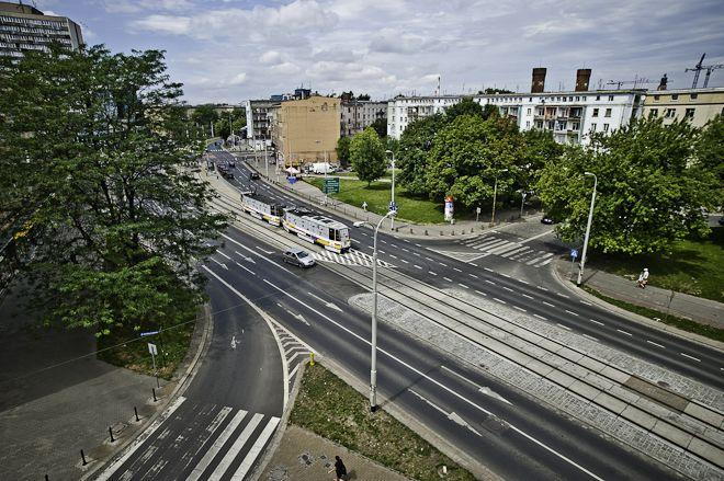 Na skrzyżowaniu ul. Kościuszki – ul. Piłsudskiego – ul. Lelewela muszą się pojawić dwa pasy do skrętu z Piłsudskiego w kierunku Kościuszki (dla kierowców jadących od strony pl. Legionów).