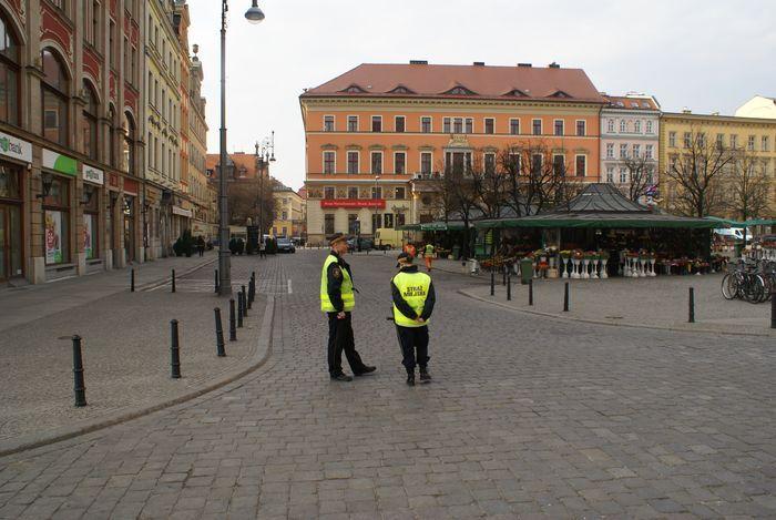 Strażnicy zatrzymali kobietę na placu Solnym