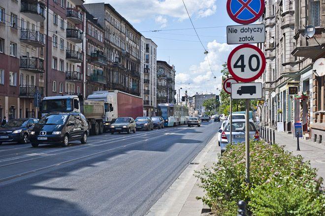 Ulica Traugutta nadaje się już do remontu