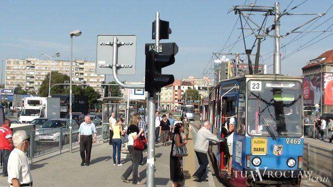 Czy wkrótce staną wrocławskie tramwaje i autobusy?