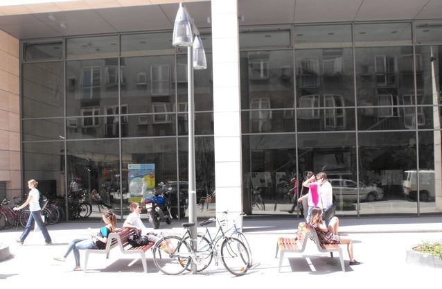 Nowe ławki na ulicy Kuźniczej