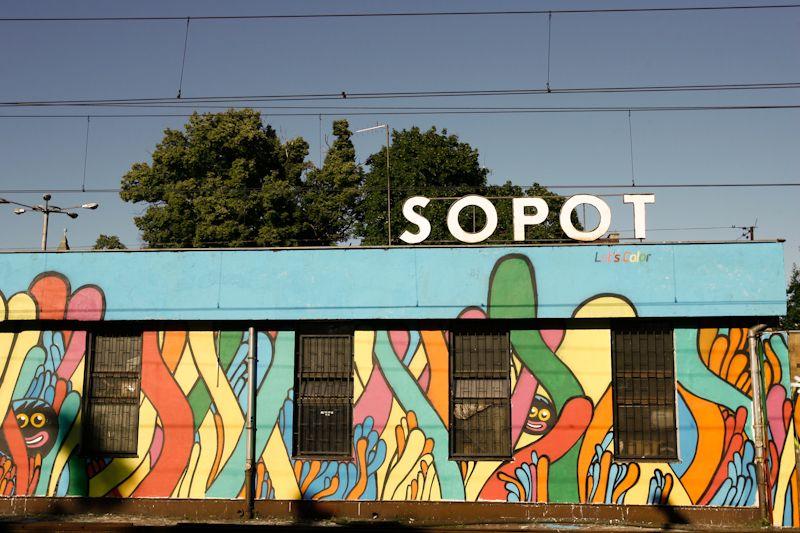 Sopocki dworzec po akcji Let's Color
