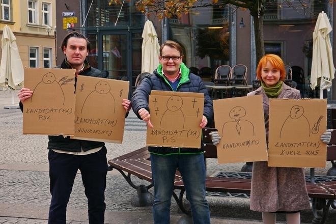 """""""Słupy dla prawicy, ulice dla lewicy"""" – takim hasłem Zjednoczona Lewica krytykowała porozwieszane na mieście dykty z plakatami i banery"""