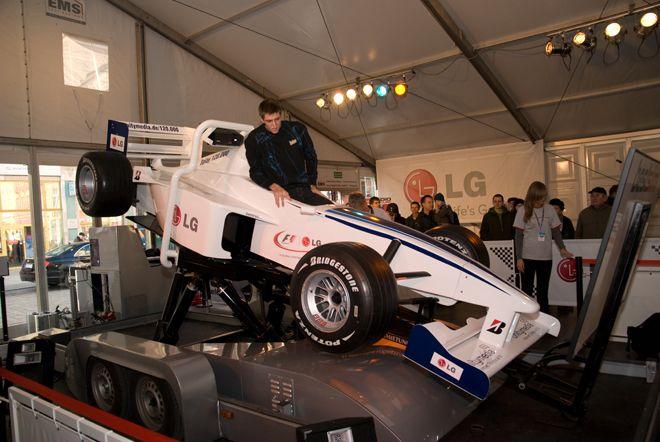 W tym symulatorze można poczuć prawdziwe przeciążenia towarzyszące kierowcom F1 podczas jazdy.
