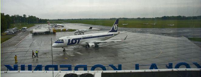 Część lotów do Warszawy wciąż ma opóźnienia