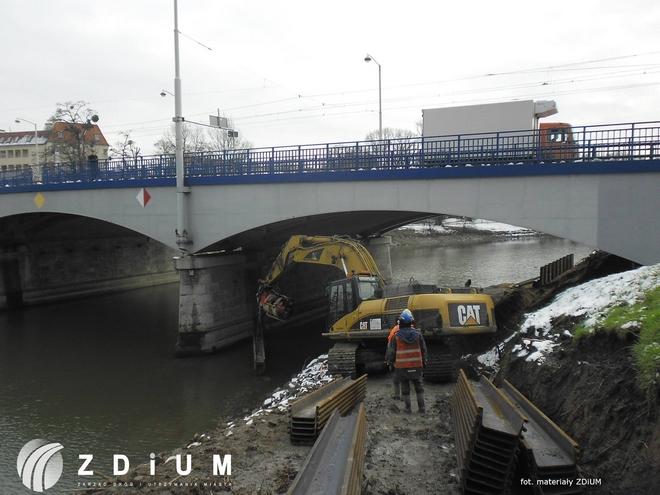 W zeszłym miesiącu ruszyła budowa trasy dla cyklistów pod mostem Szczytnickim