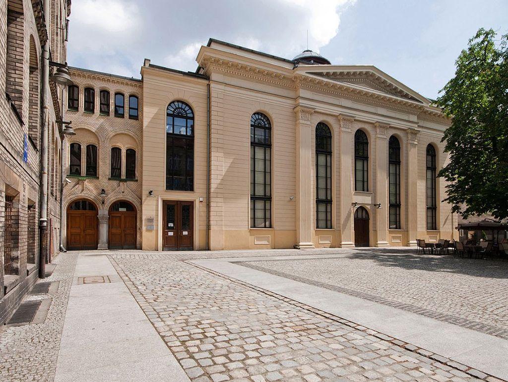 Fasada synagogi od południowego-zachodu